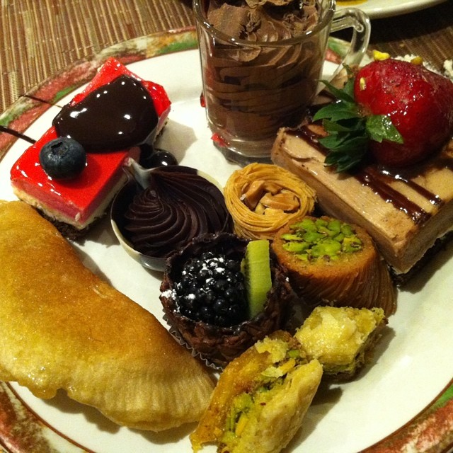 Oh hey who's got a sweet tooth? Here's my dessert platter for tonight's iftar at The Marriott Hotel's Mosaic Restaurant! ~SP :) #iftar #ramadan #marriott #riyadh