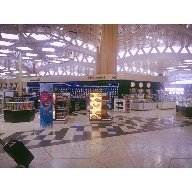 Good afternoon RIYADHizens! Have you seen the new Duty Free in KKIA? it's bright and shiny but the airport isn't. It's the first day of the Eid Holidays for us The Pink Tarha and I'll be off to the UAE for some R&R. Where are you off to this Eid? Well, wherever you are, take good care and hope you enjooooy! xoxo, R #eidholiday @outofriyadh