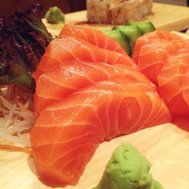 Have you checked out Tokyo Restaurant's revised (and better) menu? While some items are new, there's no ignoring the good 'ol timers like their salmon sashimi and maki. Here's to enjoying our blessings in life this weekend!  #thepinktarha #tokyorestaurant #riyadh