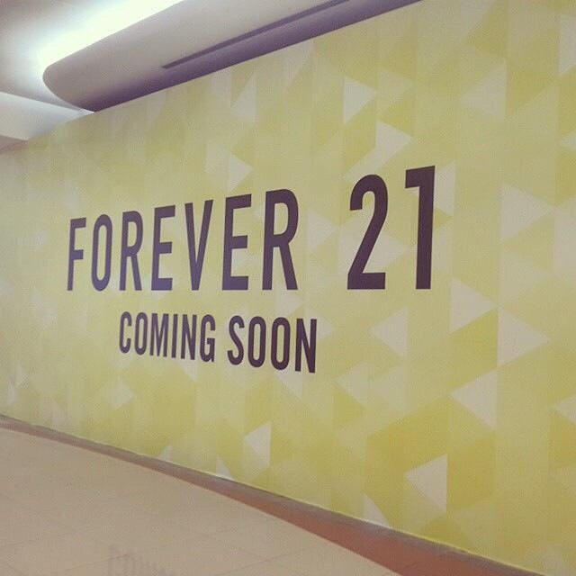 Fashionistas of Riyadh! I think you'll be palpitating after you see this: FOREVER21 coming soon to Riyadh at Hayat Mall!!! Thanks for the heads up, Lianne Vii. Our hearts are racing! ‪#forever21KSA‬ ‪#shopping‬ ‪#F21‬ xoxo, Reina