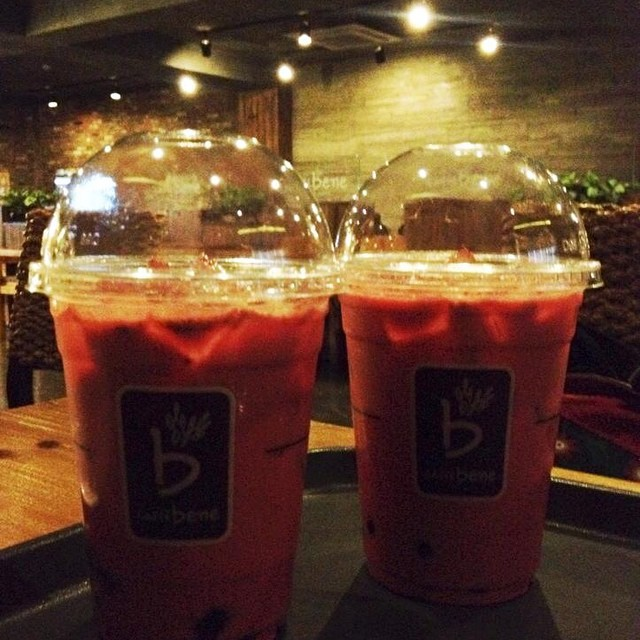 Discovered a sweet refreshing drink in Caffe Bene... Red Velvet Milk Tea! Don't get your hopes up too high on the pearls though. (Wrote about Caffe Bene here: http://thepinktarha.com/ksa/2014/07/a-comfort-zone-in-caffe-bene.html) ~ Janelle ‪
