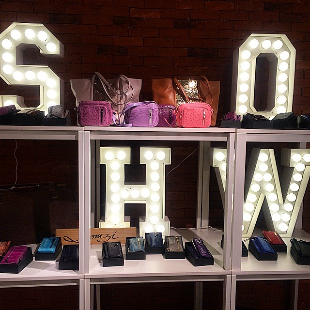 Aaand my last IG of the night goes to @loomzi_official and their chic display of their high-end, exotic leather bags and wallets. I especially like that pink purse on top! ? More on the @riyadhfashionda event on our website tomorrow so wait for it! Lemme get some sleep before I write the article for it. ? Thanks to @maisonbom for continuously being in the forefront of this fashion movement in #riyadh. ???❤️?Good night, RIYADHizens! xoxo, Reina #riyadhfashiondays #RFD #saudiarabia #style #fashion #fashionistas #bags #leather #goods #luxury #couture #collection #clothing #classy #designers #wallets